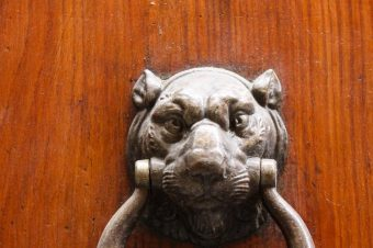 Siena, Door knockers and rings to park your horse – Italy